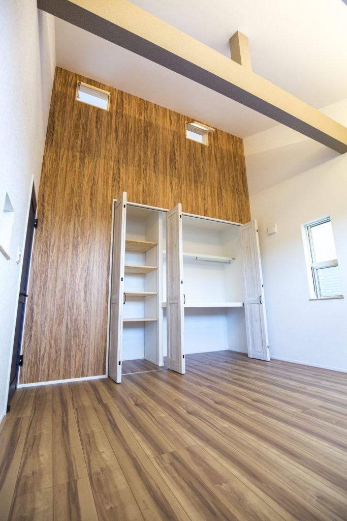 収納スペース豊富な洋室
